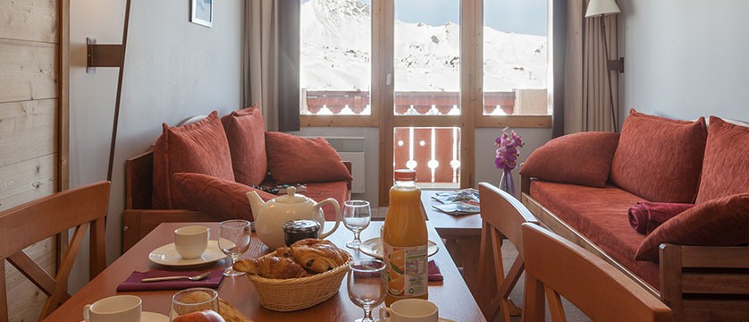 France_La-Plagne_les_Constellations_Apartments_lounge.jpg